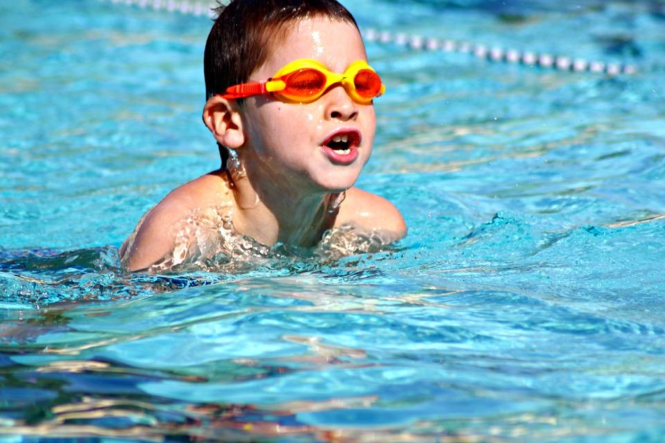 Bambini in piscina: occhi al sicuro con gli occhialini!